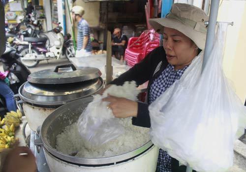 Độc đáo: Phố chỉ bán cơm không ở Sài Gòn - 13