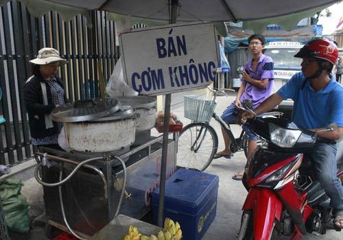 Độc đáo: Phố chỉ bán cơm không ở Sài Gòn - 2