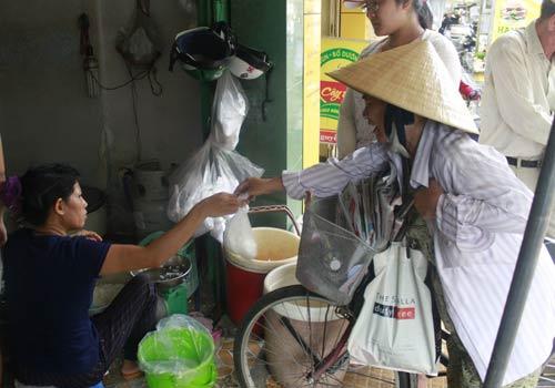 Độc đáo: Phố chỉ bán cơm không ở Sài Gòn - 9