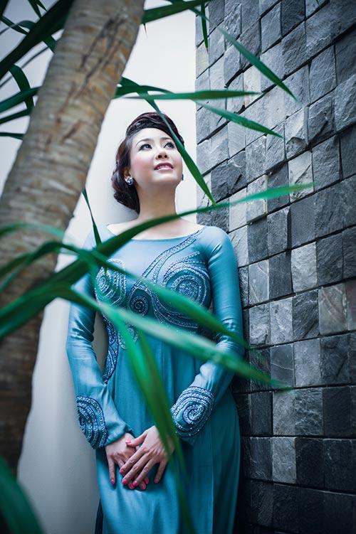 Hà Kiều Anh, Thúy Nga khoe dáng - 9