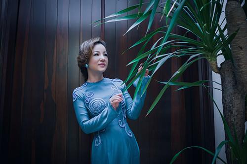 Hà Kiều Anh, Thúy Nga khoe dáng - 6