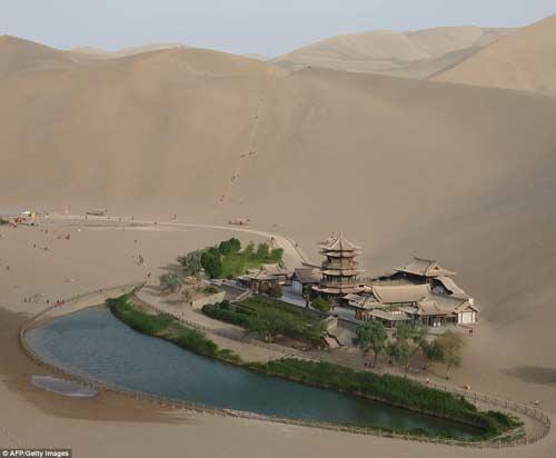 TQ: Ốc đảo tí hon 2.000 tuổi giữa sa mạc - 1