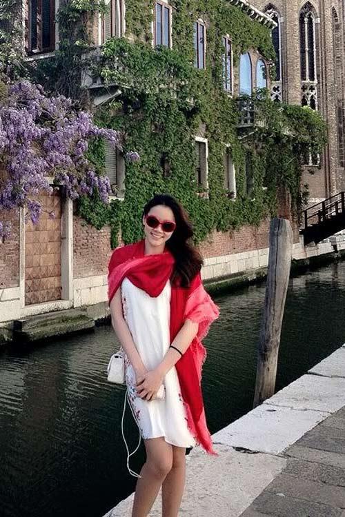 Nghệ sĩ Việt xinh tươi ở trời Âu - 8