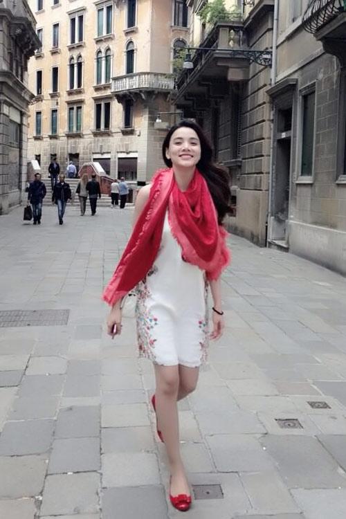 Nghệ sĩ Việt xinh tươi ở trời Âu - 7