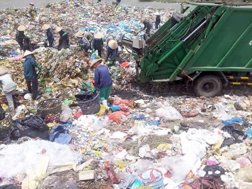 Nhà máy xử lý rác thải rắn: Cần thiết và cấp bách - 1