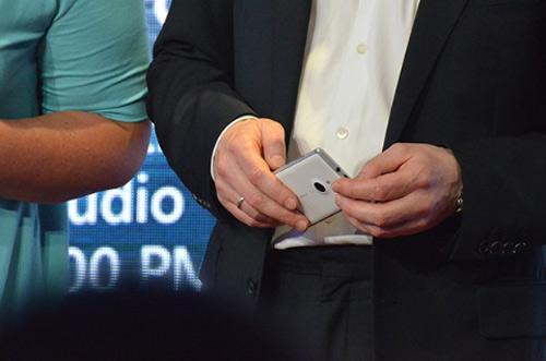 Nokia Lumia 925 ra mắt giá 12,7 triệu đồng - 3