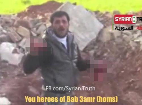 Syria: Ghê rợn video ăn tim xác lính - 2