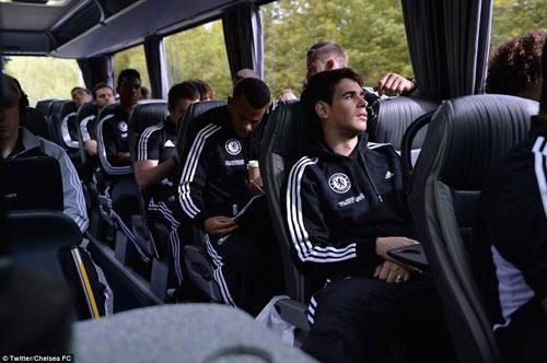 Chelsea mang Hazard và Terry tới Amsterdam - 2