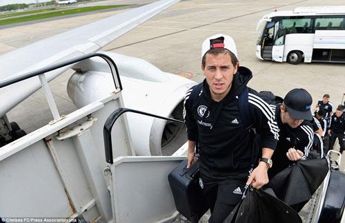 Chelsea mang Hazard và Terry tới Amsterdam - 3