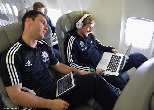 Chelsea mang Hazard và Terry tới Amsterdam - 5