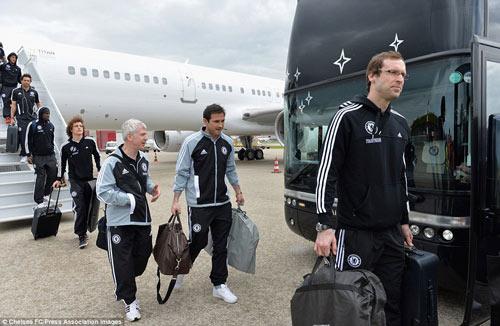 Chelsea mang Hazard và Terry tới Amsterdam - 6