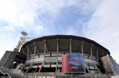 Chelsea mang Hazard và Terry tới Amsterdam - 8