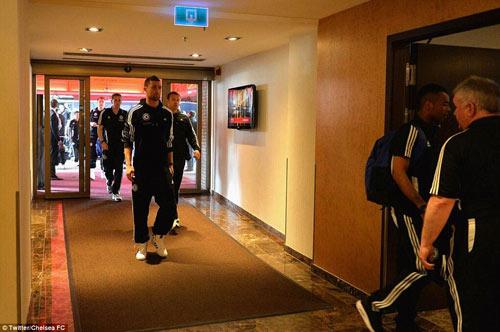 Chelsea mang Hazard và Terry tới Amsterdam - 9