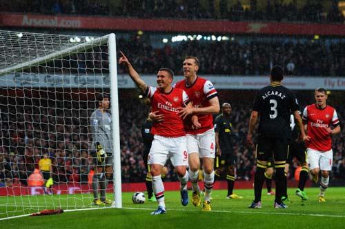 Arsenal - Wigan: Kẻ khóc, người cười - 1