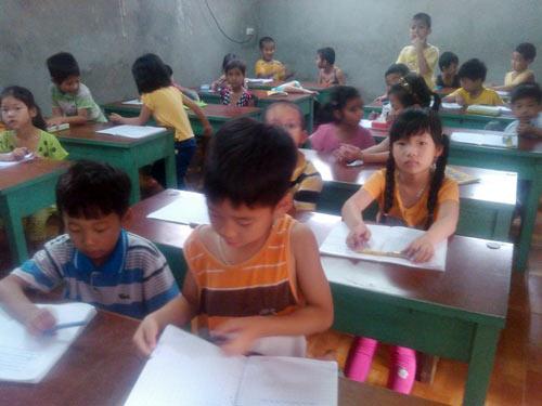 Cả làng cho con học thêm trước khi lớp 1 - 2
