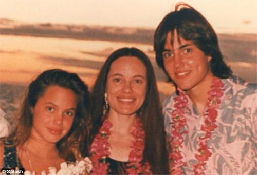 Brad Pitt ủng hộ vợ cắt bầu ngực - 2
