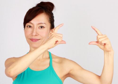 Khuôn mặt cũng cần tập yoga để trẻ hơn! - 1