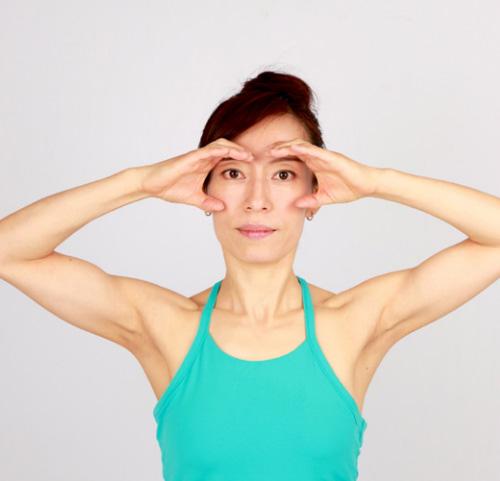Khuôn mặt cũng cần tập yoga để trẻ hơn! - 2