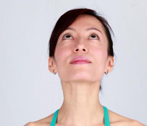 Khuôn mặt cũng cần tập yoga để trẻ hơn! - 11
