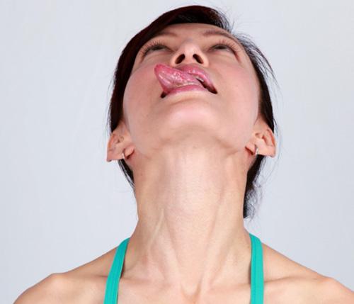 Khuôn mặt cũng cần tập yoga để trẻ hơn! - 12
