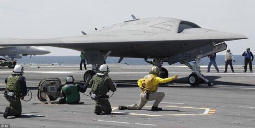 UAV Mỹ cất cánh thành công từ tàu sân bay - 2