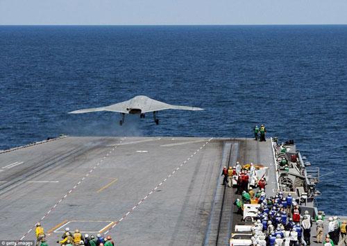 UAV Mỹ cất cánh thành công từ tàu sân bay - 4
