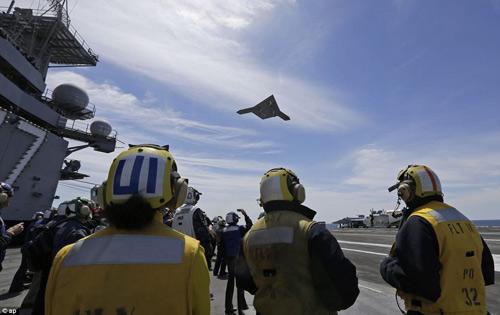 UAV Mỹ cất cánh thành công từ tàu sân bay - 6