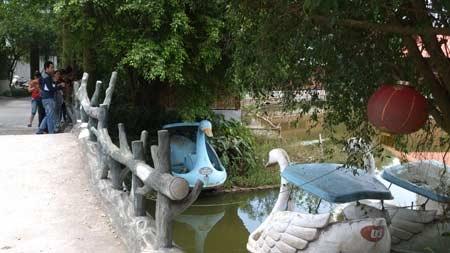 Hà Nội: Hai bé gái chết đuối ở khu sinh thái - 1