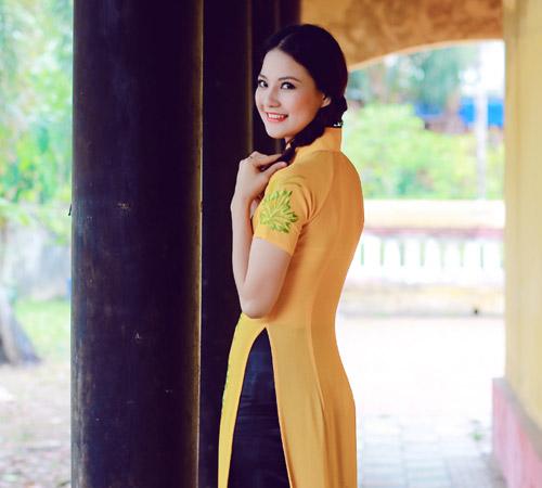 Trần Thị Quỳnh điệu đà áo dài vàng chanh - 1