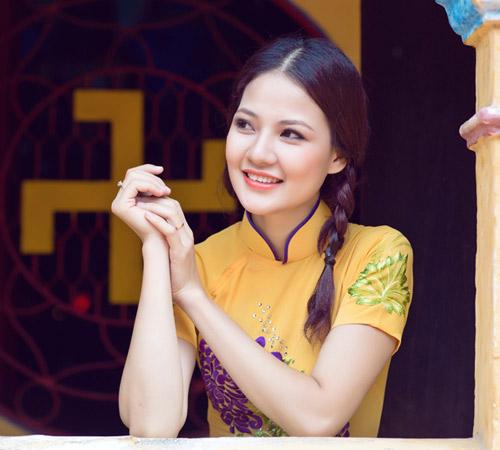 Trần Thị Quỳnh điệu đà áo dài vàng chanh - 10
