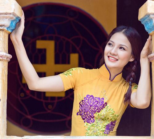 Trần Thị Quỳnh điệu đà áo dài vàng chanh - 12