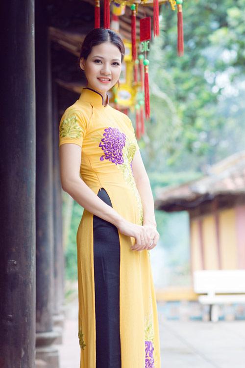 Trần Thị Quỳnh điệu đà áo dài vàng chanh - 15