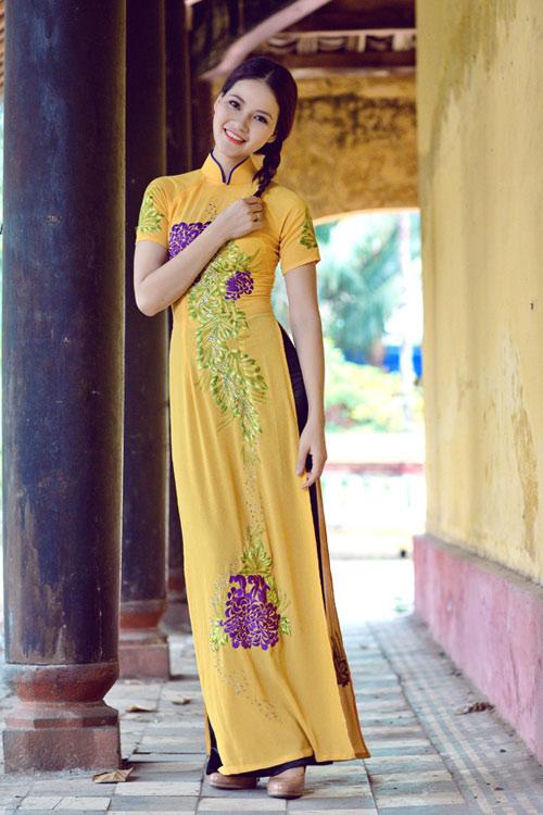 Trần Thị Quỳnh điệu đà áo dài vàng chanh - 2