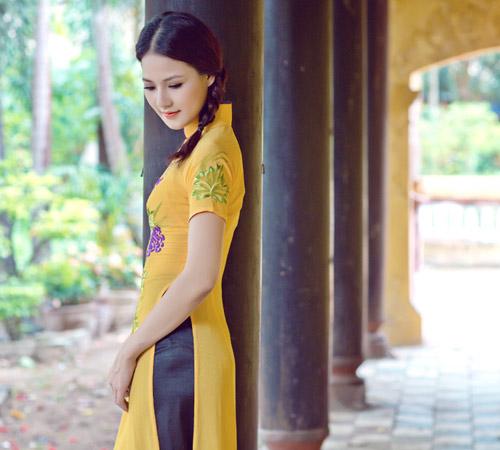 Trần Thị Quỳnh điệu đà áo dài vàng chanh - 4