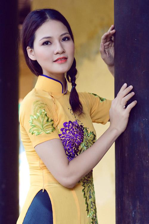 Trần Thị Quỳnh điệu đà áo dài vàng chanh - 7