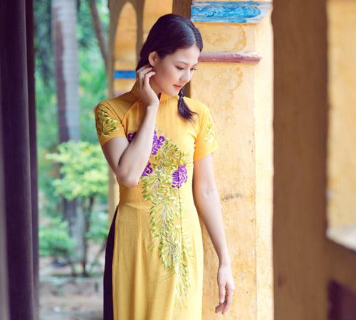 Trần Thị Quỳnh điệu đà áo dài vàng chanh - 5