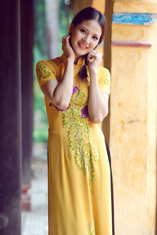 Trần Thị Quỳnh điệu đà áo dài vàng chanh - 8