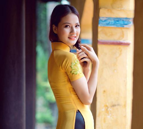 Trần Thị Quỳnh điệu đà áo dài vàng chanh - 6