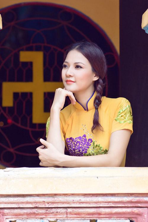 Trần Thị Quỳnh điệu đà áo dài vàng chanh - 9