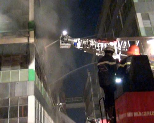 Cháy lớn, 250 cảnh sát PCCC đến dập lửa - 2