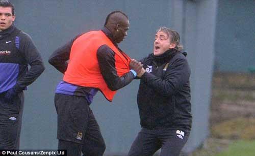 "Balotelli ""khen đểu"" Mancini - 1"