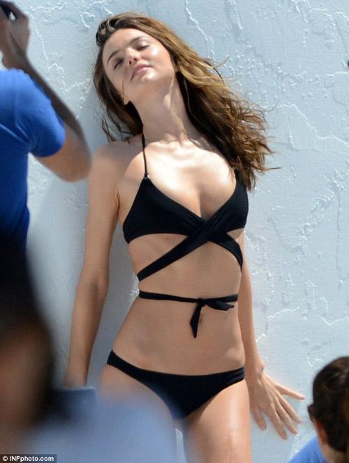Cindy Crawford hút mắt ở thảm đỏ Cannes - 19