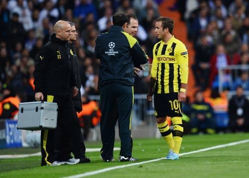 HOT: Tottenham ngã giá Villa - 2