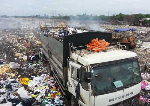 Bắt vụ đổ trộm 7 tấn chất thải công nghiệp - 1