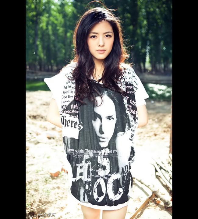 Diễn viên Thái Văn Tĩnh sinh năm 1990 tại Hồ Bắc, cô theo học tại Học  viện Điện ảnh Bắc Kinh và sở hữu gương mặt đẹp thanh tú, đôi mắt to, đôi  môi gợi cảm.