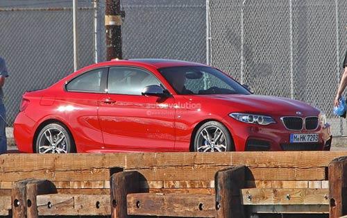 Chộp BMW 2 series đầu tiên trên phố - 1