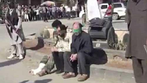 Syria: Hành hình 3 lính giữa quảng trường - 1