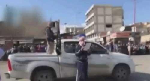 Syria: Hành hình 3 lính giữa quảng trường - 2