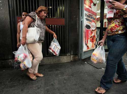 Venezuela: Dân sốt vó lo thiếu giấy vệ sinh - 1