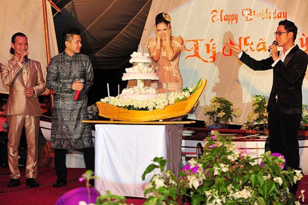 """Sao Việt """"đốt tiền"""" vào sinh nhật - 7"""
